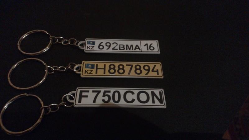 Брелок в виде госномера Вашего авто,на лицевой стороне точная копия номера, на обратной стороне, по желанию...